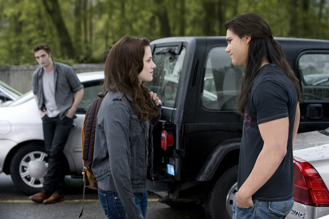 photo 47 hires - Movie Review]  New Moon